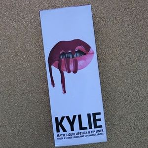 Makeup - Kylie Jenner lip kit